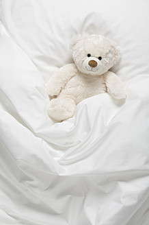 Teddy bear on bed - CRF002116