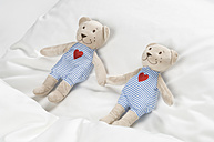 Teddy bear on bed - CRF002113