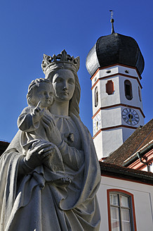 Germany, Beuerberg, Statue of Virgin Mary with child Jesus in front of monastery - ESF000145