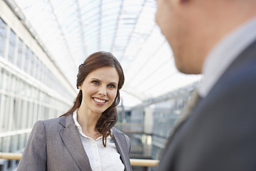 Germany, Leipzig, Business people smiling - WESTF018564