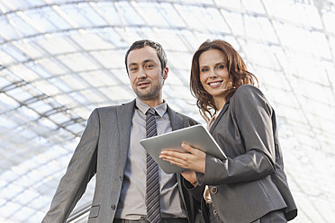 Germany, Leipzig, Business people with digital tablet - WESTF018645