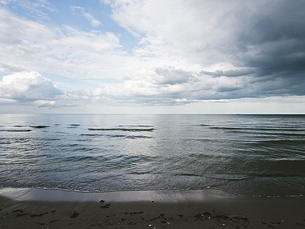 Germany, View of cloudy sky over Baltic Sea at Rugen Island - LFF000361