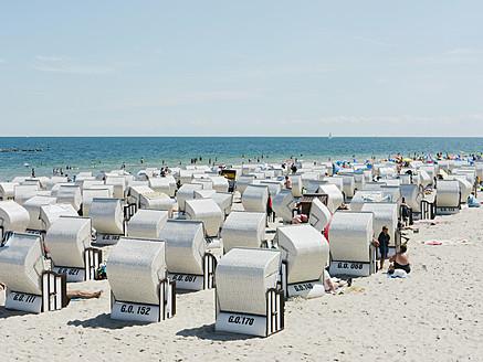 Germany,Ruegen, Binz,  People in beach booth at Island of Rugen - LFF000367