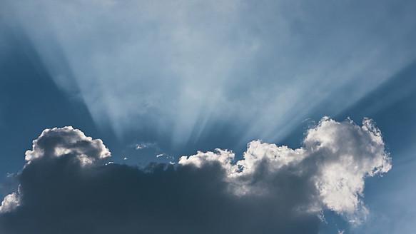 Germany, Sunbeam through cloudscape - LFF000388