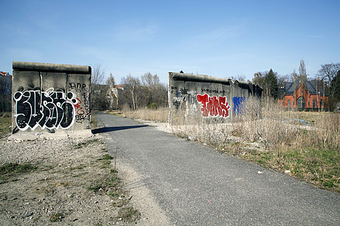 Germany, Berlin, Graffiti on piece of berlin wall - JM000130