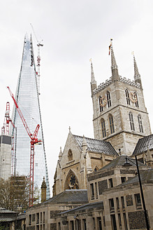 Great Britain, London, View of city with The Shard and crane - JM000147