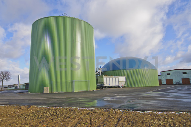 Germany, Thuringia, View of biogas plant - MJ000031 - Jana Mänz/Westend61