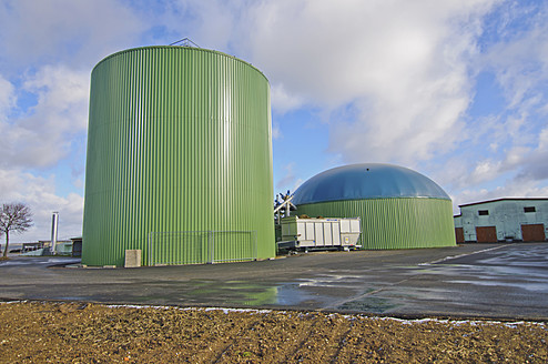Germany, Thuringia, View of biogas plant - MJ000031