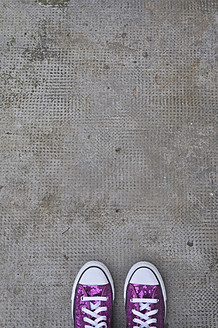 Germany, Bavaria, Pink shoes on concrete floor - AXF000046
