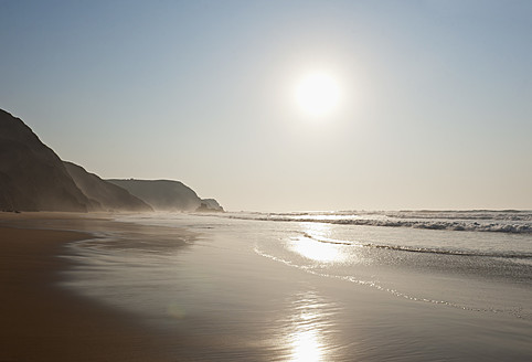 Portugal, Algarve, Sagres, View of beach at sunset - MIRF000421