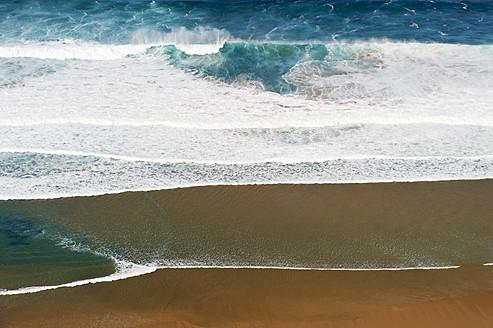 Portugal, Algarve, Sagres, View of Atlantic ocean with breaking waves - MIRF000433