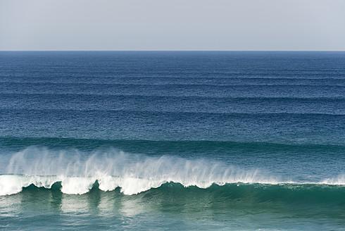 Portugal, Algarve, Sagres, View of Atlantic ocean with breaking waves - MIRF000439