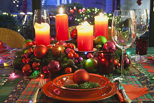 Germany, Cologne, Place setting at dining room for christmas - GWF001787