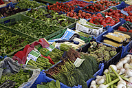 Germany, Bavaria, Munich, Viktualienmarkt, Variety of salads and vegetables at market stall - TCF002653