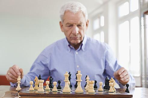 Germany, Leipzig, Senior man playing chess game - WESTF018754