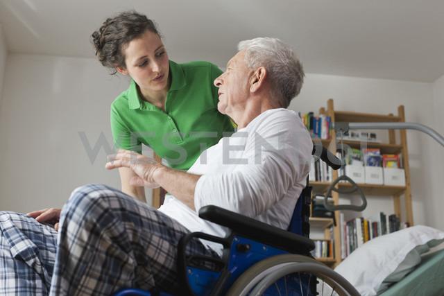 Germany, Leipzig, Man on wheelchair, talking with woman - WESTF018847 - Fotoagentur WESTEND61/Westend61