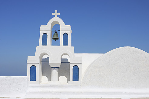 Greece, Santorini, Whitewashed traditionally Greek bell tower and cross in Oia - RUEF000984