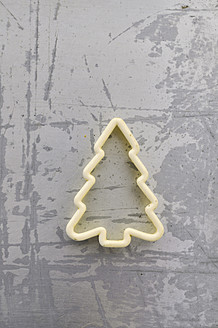 Tree shape cookie cutter, close up - AXF000175