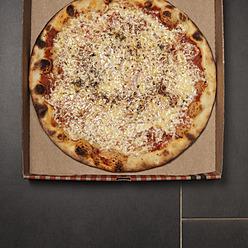 Pizza with cheese, tomato sauce and oregano in pizza box - KJF000167