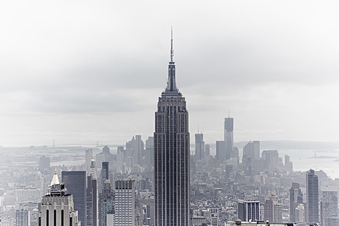 USA, New York, View of Empire State Building and skyline - TLF000682