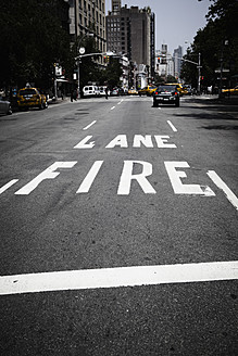 USA, New York, View of traffic fire lane - TL000699