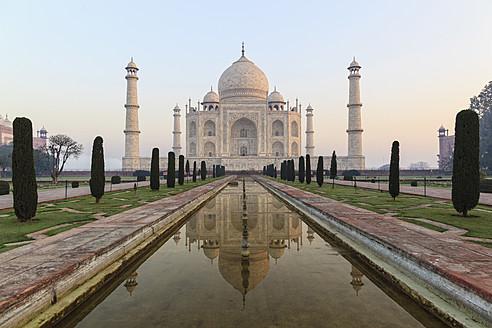 India, Uttar Pradesh, Agra, View of Taj Mahal - FOF004114