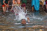 India, Uttar Pradesh, Banaras, Women bathing at River Ganges - FO004199