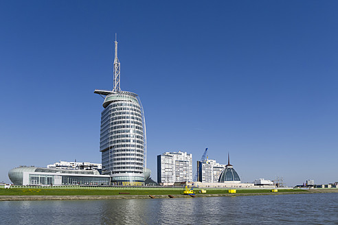 Germany, Bremerhaven, View of high rise - HHE000003