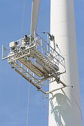 Germany, Saxony, Maintenance lift of wind turbine against sky - MJ000072