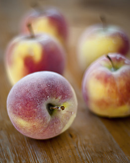 Close up of cold apples - MBOF000004