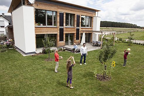 Germany, Bavaria, Nuremberg, Family playing in garden - RBYF000132