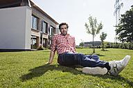 Germany, Bavaria, Nuremberg, Mature man sitting in garden - RBYF000218