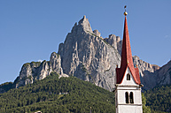 Italy, South Tyrol, View from Seis to Santner Spitze with church tower in foreground at Trentino - UMF000449
