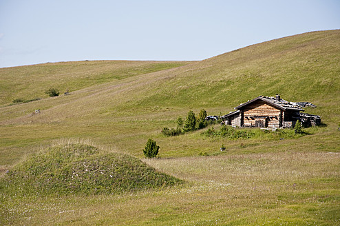 Italy, View of Seiser Alm, alpine meadow and alpine hut at South Tyrol - UMF000405