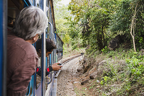 India, Tamil Nadu, Passenger travelling in Nilgiri Mountain Railway - MBE000547