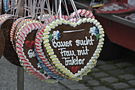 Germany, Bavaria, Close up of gingerbread hearts - AXF000281