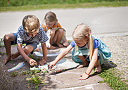 Germany, Bavaria, Group of children drawing on walkway with chalk - HSIYF000018