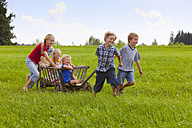 Germany, Bavaria, Group of children playing with hand cart - HSIYF000136
