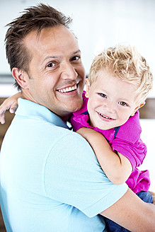 Germany, Father carrying son, smiling - RFF000021