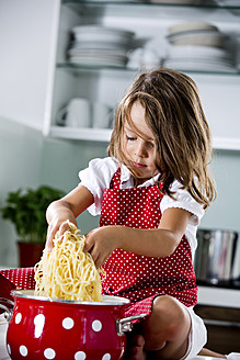 Germany, Girl playing with spaghetti - RFF000060