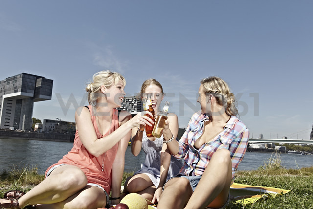 Germany, Cologne, Young women drinking beer - RHYF000263