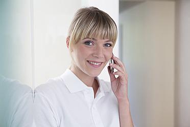 Gremany, Dentist talking on phone - FMKYF000223