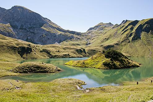 Germany, Bavaria, Hikers on Schrecksee Lake - UMF000488