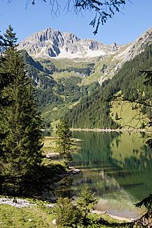 Austria, View of Lake Vilsalpsee - UMF000540