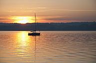 Germany, Bavaria, Sailing boat on Lake Ammersee at sunset - UMF000517