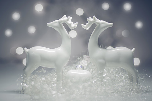 Christmas decoration with deer, close up - MJF000167