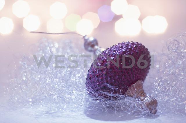 Christmas bauble, close up - MJF000142 - Jana Mänz/Westend61