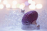 Christmas bauble, close up - MJF000142