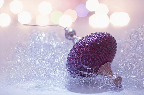 Christmas bauble, close up - MJF000142