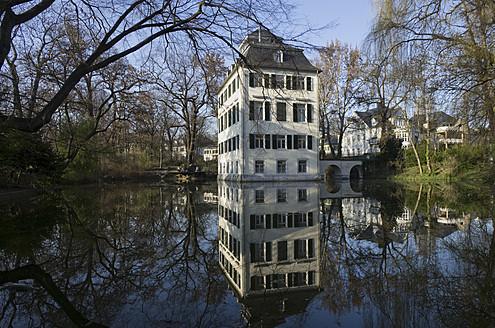 Germany, Hesse, Frankfurt, View of Moated Castle - MU001241